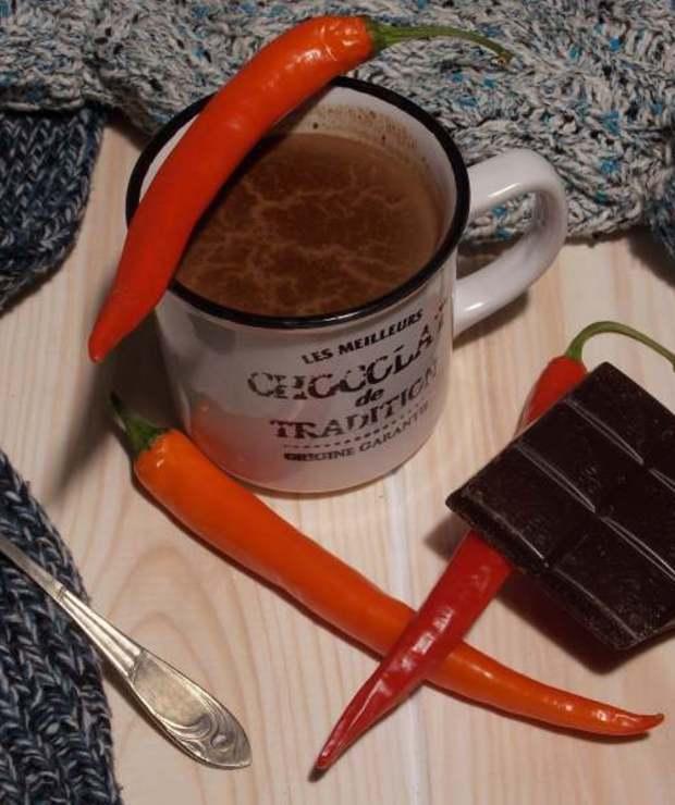 Rozgrzewający napój czekoladowy z nutą chilli - Gorące