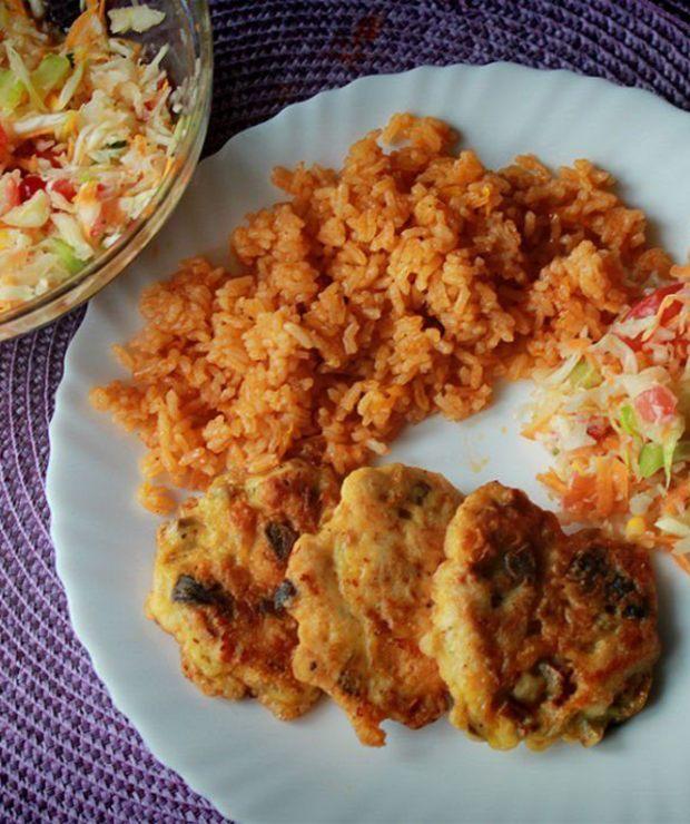 Kotleciki z piersi kurczaka z pieczonym ryżem - Drób