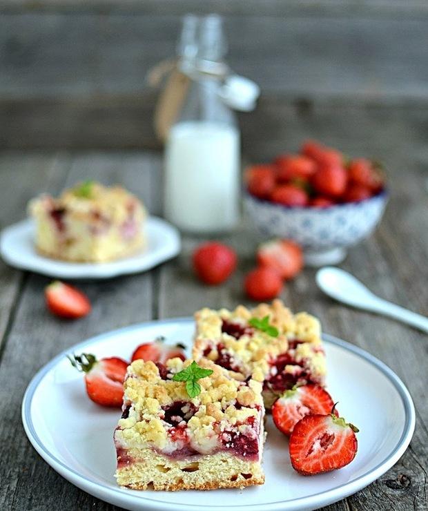 Ciasto drożdżowe z truskawkami i kruszonką - Drożdżowe