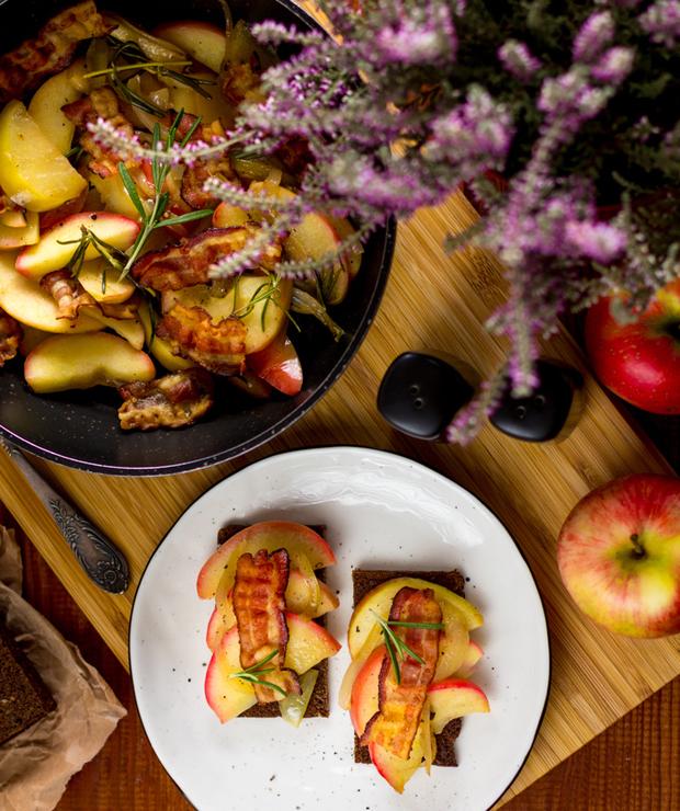 Æbleflæsk - jabłka z bekonem po duńsku - Kanapki i tosty
