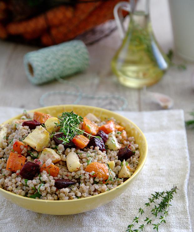 Sałatka z pieczonych warzyw korzeniowych i białej kaszy gryczanej - Warzywa