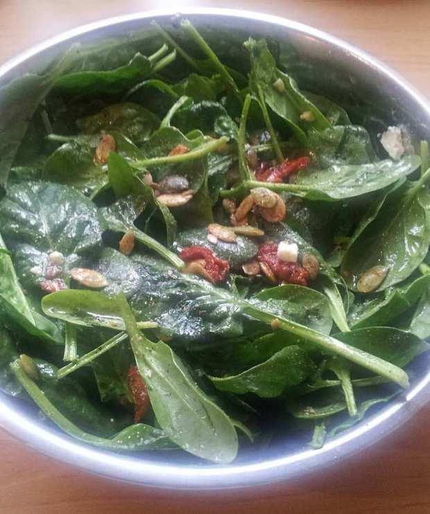 Sałatka z liści szpinaku - Jarskie