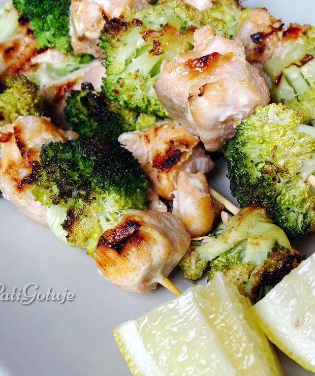 Szaszłyki z łososiem i brokułem z grilla - Łosoś