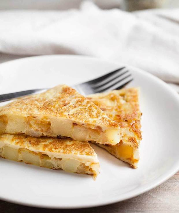 Omlet hiszpański z ziemniakami i cebulą - Jajka i omlety