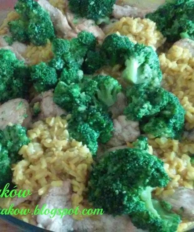 Kurczak z ryżem i brokułami - Drób