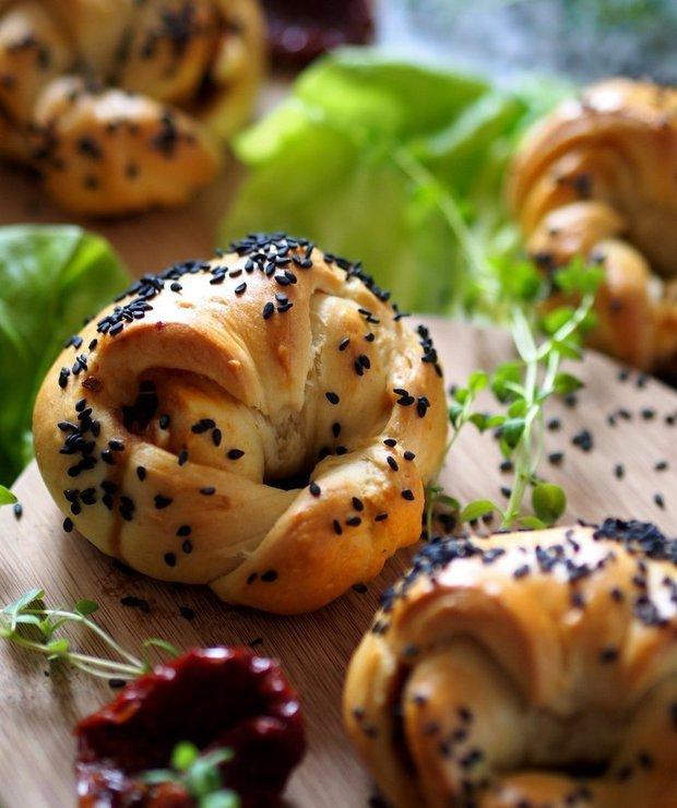 Bułeczki zawijane z warzywami i serem - Bułki