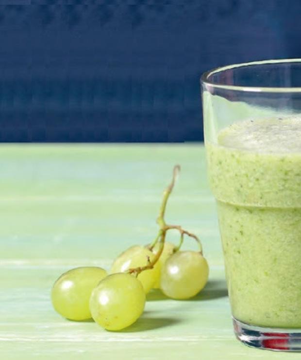 winogrona + jarmuż + banan + woda (kokosowa) - Zimne
