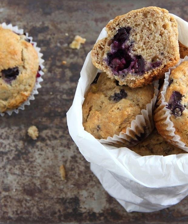 Wegańskie muffiny bananowo-borówkowe/ Vegan banana-blueberry muffins - Muffiny i babeczki