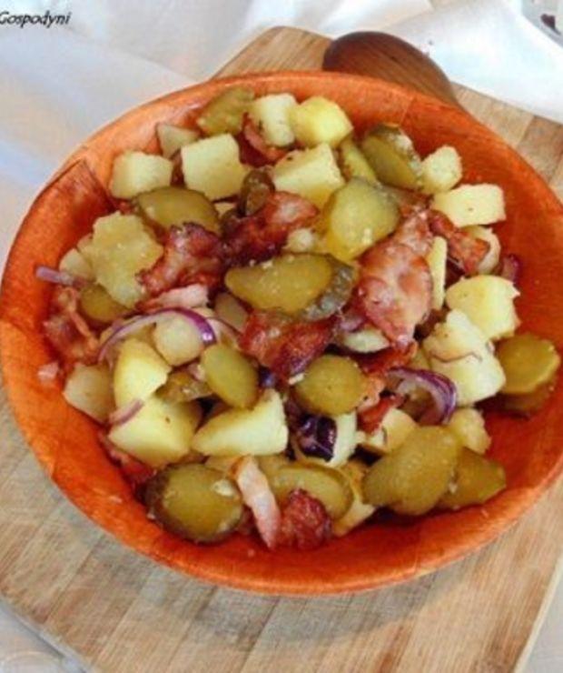Sałatka z ziemniaków, kiszonych ogórków i boczku - Mięsne