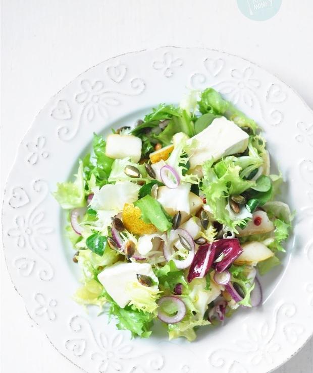 Sałatka z gruszkami i camembertem - Jarskie