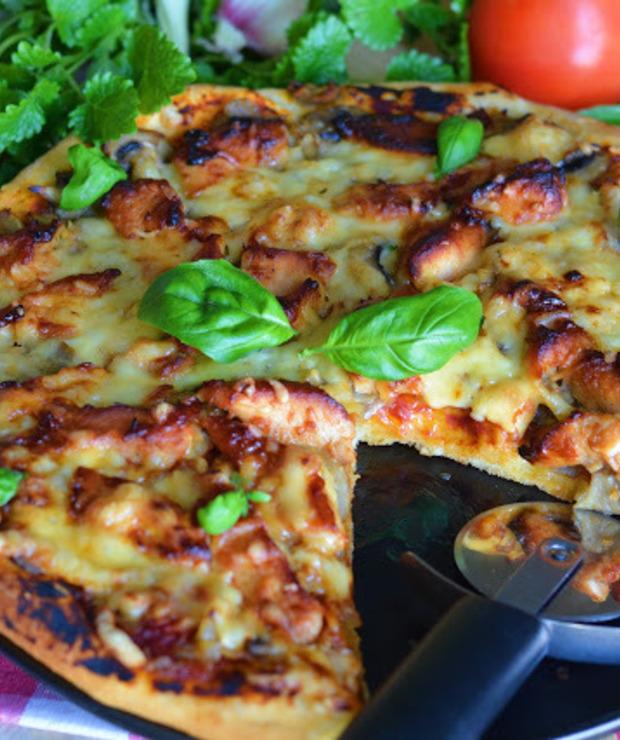 Pizza z kurczakiem teriyaki, imbirem i pieczarkami - Na gorąco