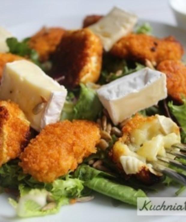 Sałatka zpanierowanym kurczakiem iserem camembert - Mięsne