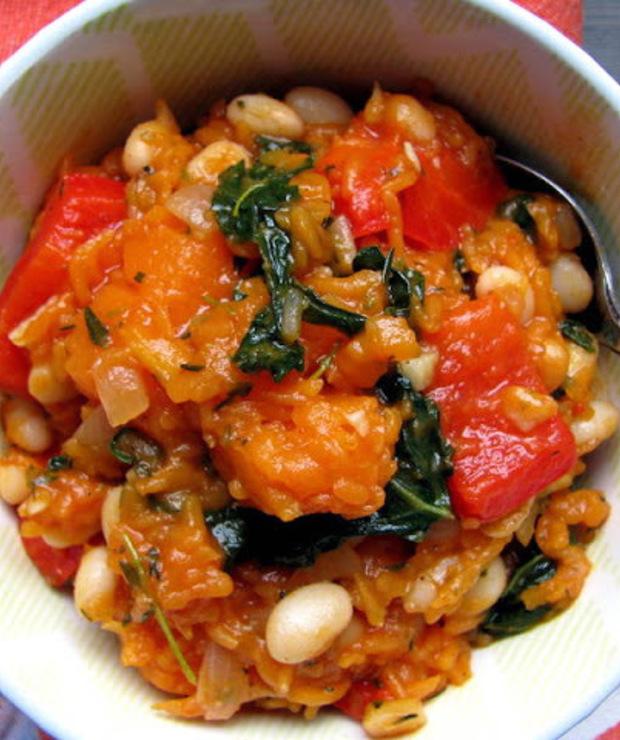 Gulasz z dyni piżmowej, jarmużu, papryki i fasoli  - Warzywa