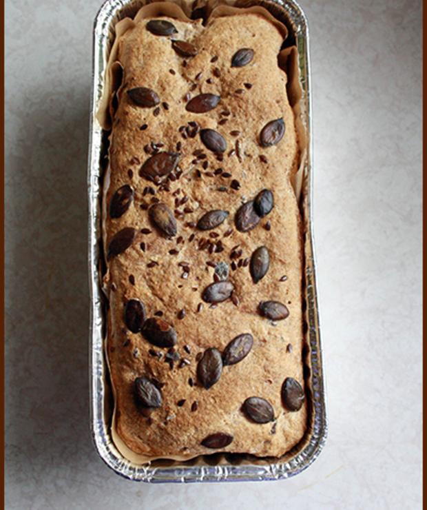 Pełnoziarnisty chleb z ziarnami - Chleby