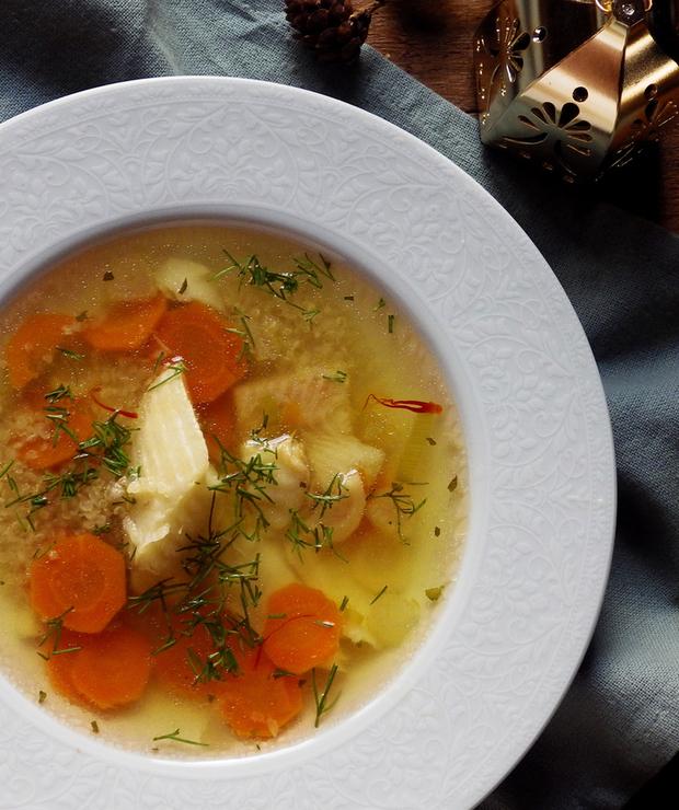Szybka wigilijna zupa rybna z halibuta z quinoą - Bezglutenowe