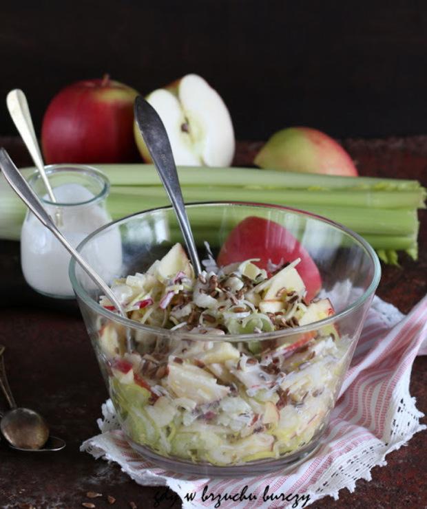 Surówka z selera naciowego, jabłka i prażonego słonecznika - Surówki