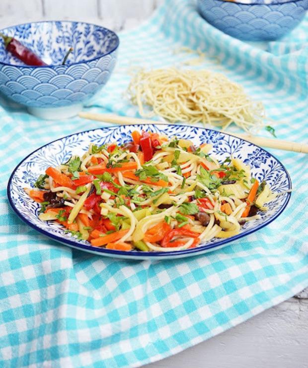 Noodle z warzywami - Dania z makaronu