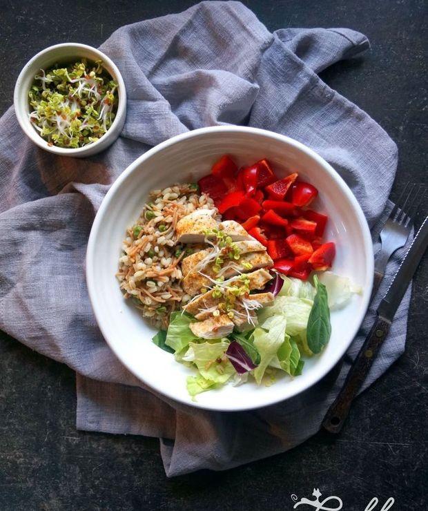 Obiadowa miska pełna zdrowia z kurczakiem - Drób