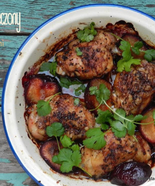 Kurczak pieczony ze śliwkami i sosem sojowym - Drób