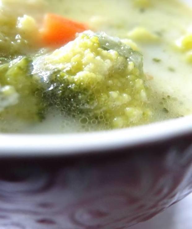 Zupa brokułowa z nuta maślana ziołową . - Z warzywami
