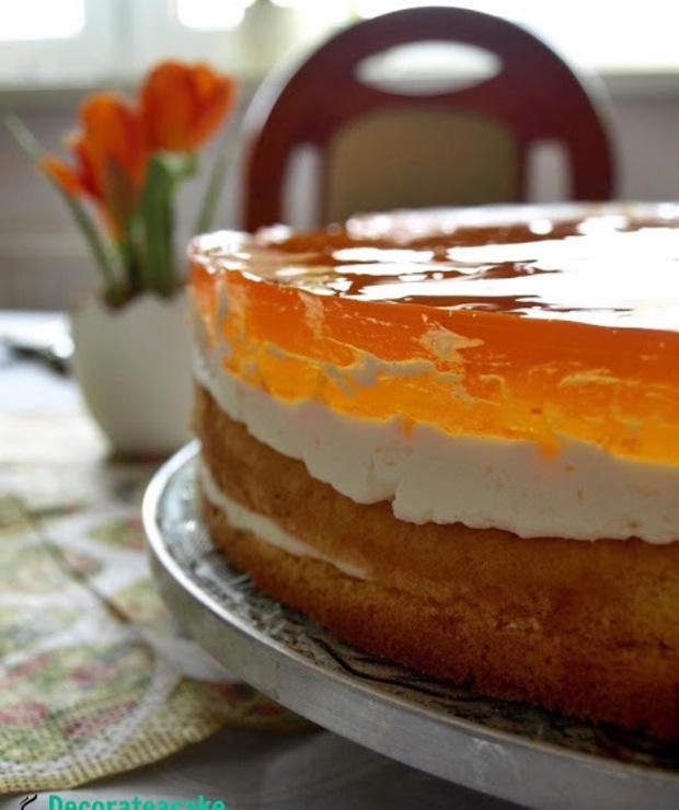 Tort z brzoskwiniami i galaretką - idealny na wiosnę! - Torty
