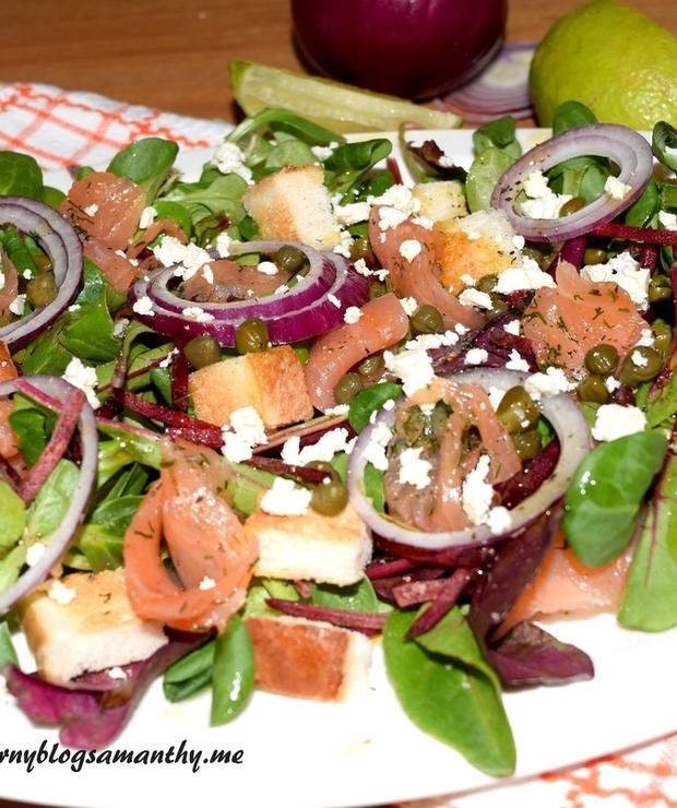 Sałatka z botwiny i łososiem - Surówki
