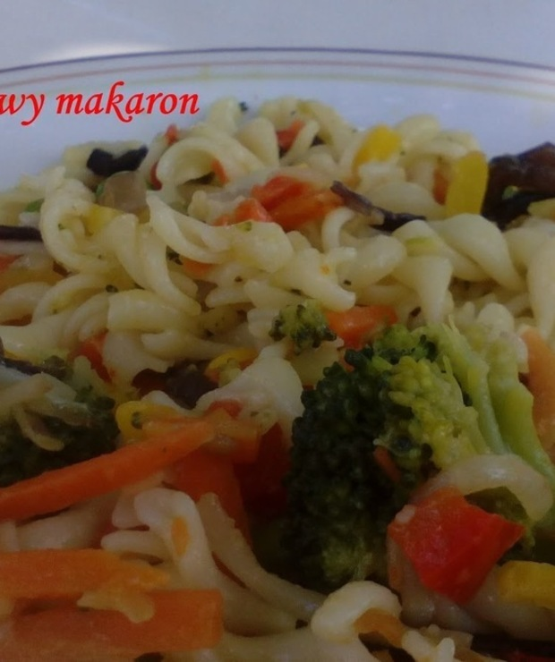 Kolorowy makaron - Dania z makaronu