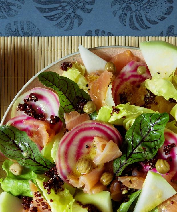 Sałatka z łososiem, czerwoną quinoą i kolorowym burakiem - Bezglutenowe