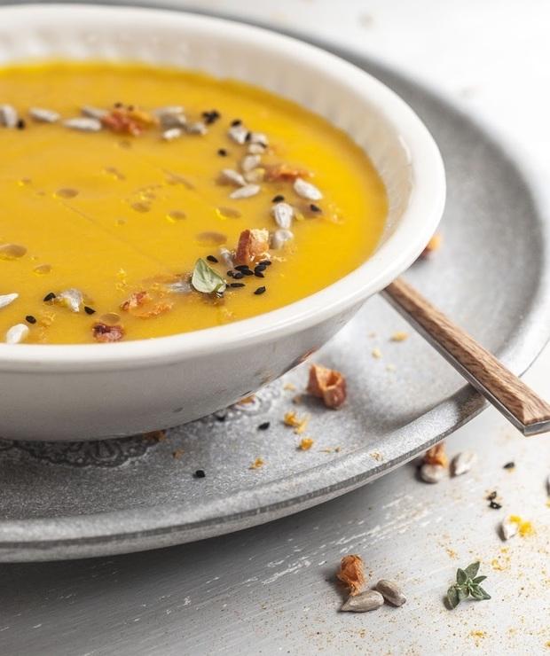 Rozgrzewająca zupa marchewkowa z chili i imbirem - Z warzywami