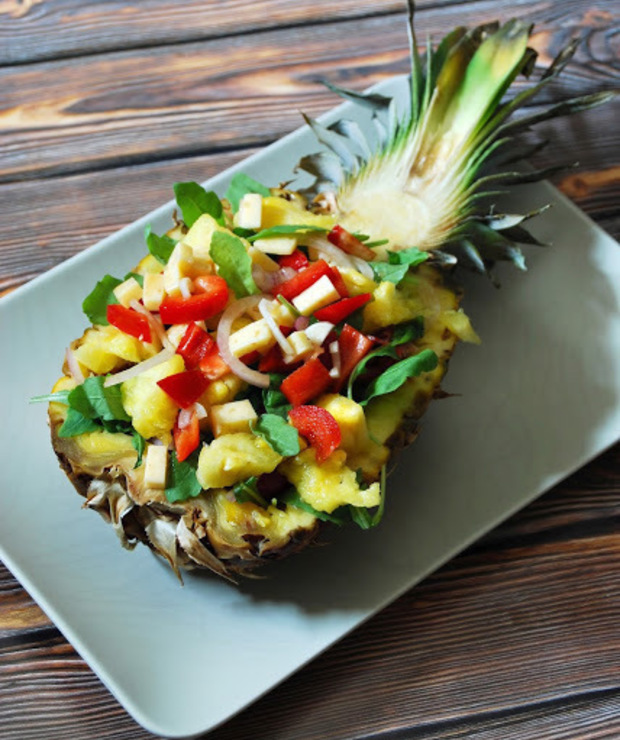 Sałatka ze świeżego ananasa - Mięsne