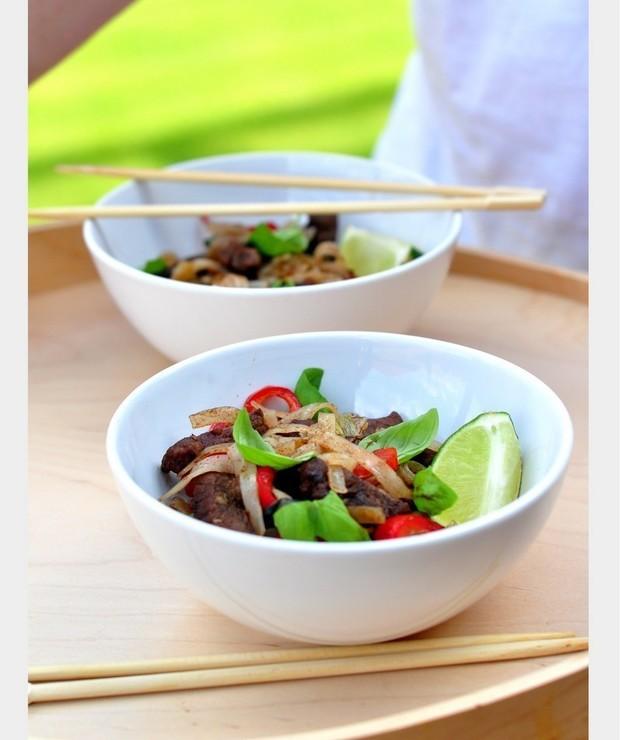 Stir-Fry z wołowiną i makaronem ryżowym - Dania z makaronu