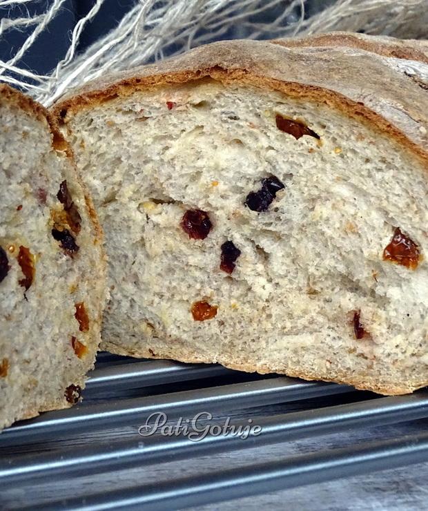 Chleb z suszoną miechunką i żurawiną - Chleby