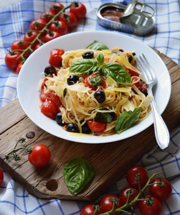 Spaghetti alla puttanesca, czyli makaron włoskiej ladacznicy - Dania z makaronu