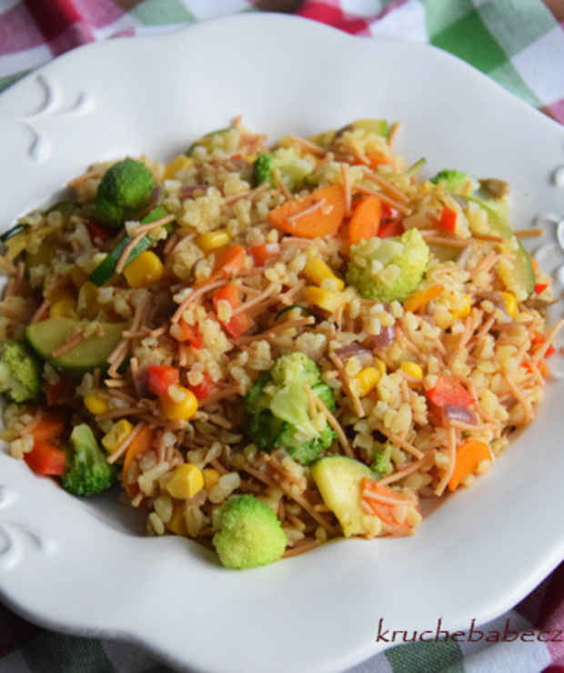 Kasza bulgur z vermicelli i warzywami - Dania z ryżu i kaszy