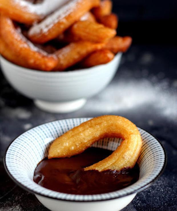 Churros z sosem czekoladowym - Pączki