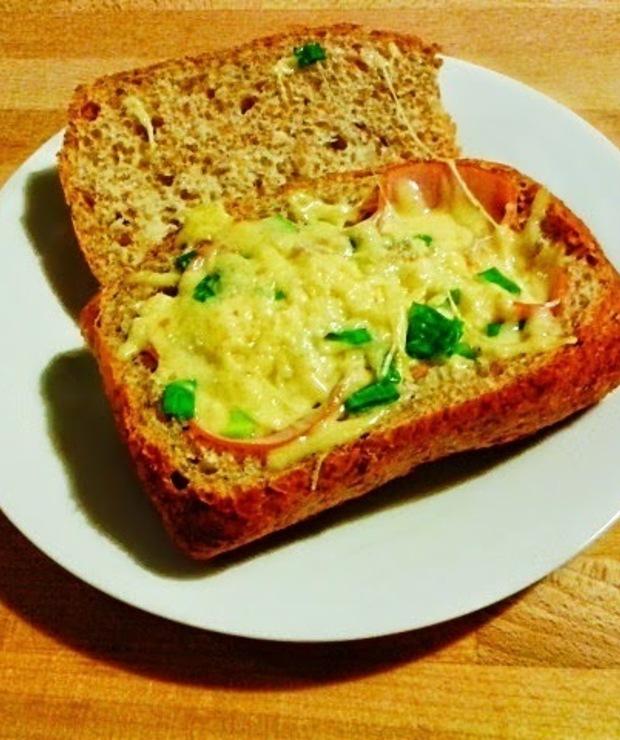 Jajka zapiekane w bułce - Pizza i calzone