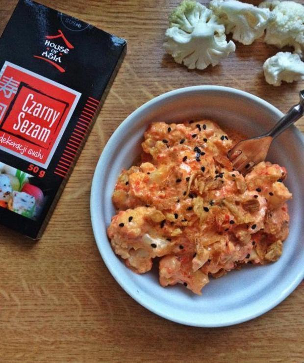 Kalafior z sosem paprykowym. - Na gorąco