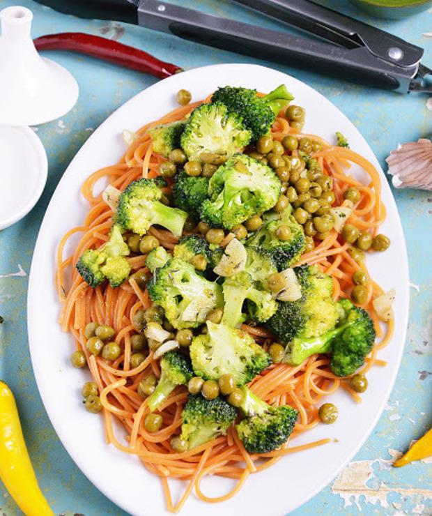 Spaghetti z groszkiem i brokułami - Dania z makaronu