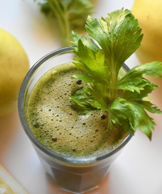 Sok z jabłka, selera, grejpfruta i młodego jęczmienia - Zimne