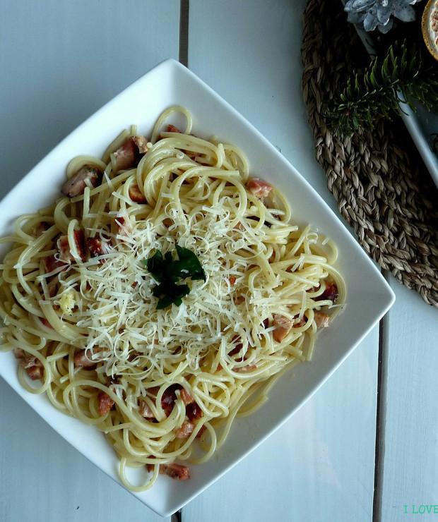 Spaghetti carbonara - Dania z makaronu
