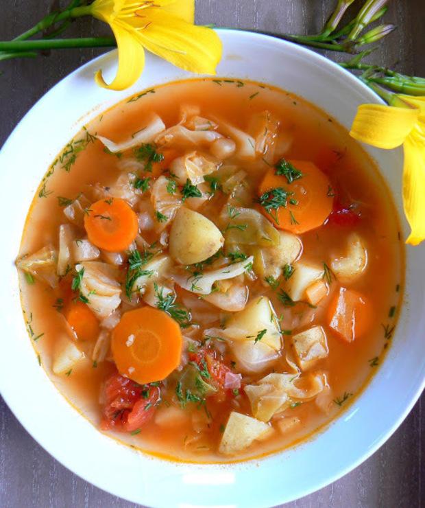 Kapuśniak z młodej z kapusty z pomidorami - Z warzywami