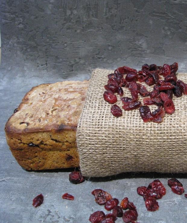 chleb z ŻURAWINĄ pszenno-żytni na zakwasie - Chleby