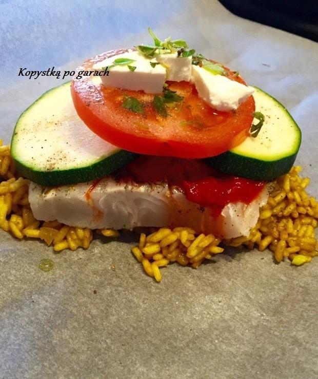 Ryba z ajwarem, cukinią i pomidorem, pieczona w papilotach - Dorsz