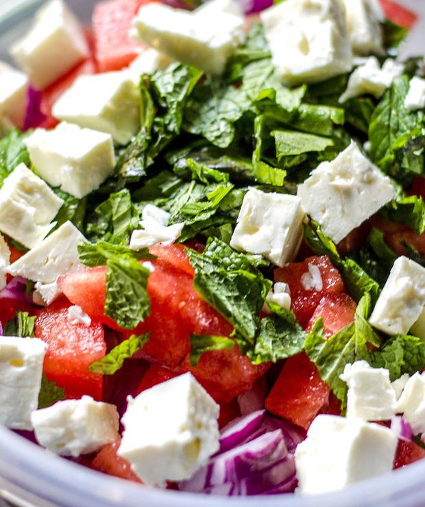 Sałatka z arbuzem, fetą, pomidorem i ogórkiem - Jarskie