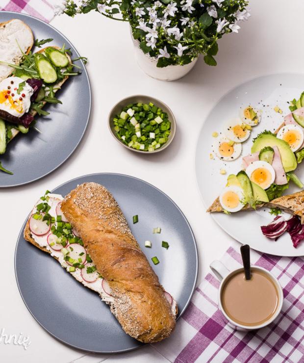 Kolorowe kanapki zchrupiących bagietek - Kanapki i tosty