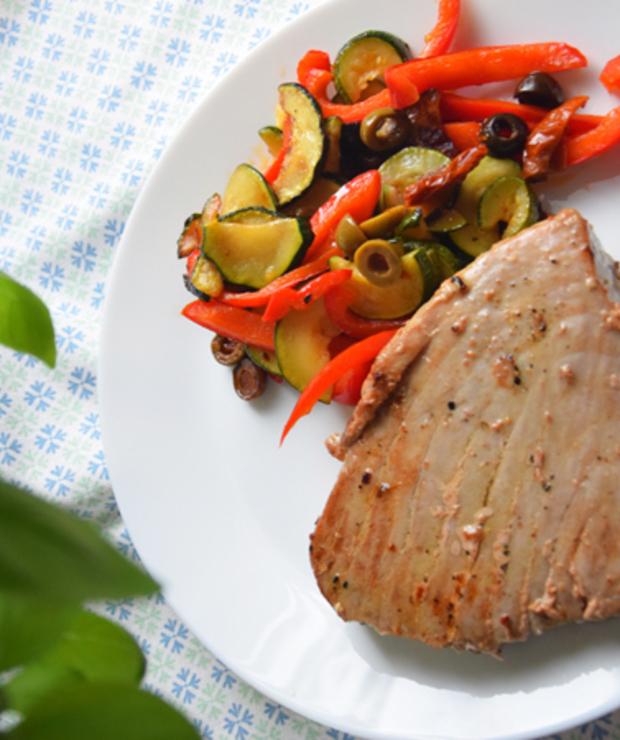 Stek z tuńczyka z warzywami - Tuńczyk