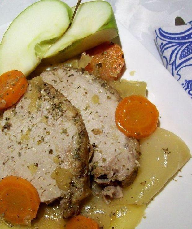 Schab z jabłkami, kapustą i marchewką - Wieprzowina