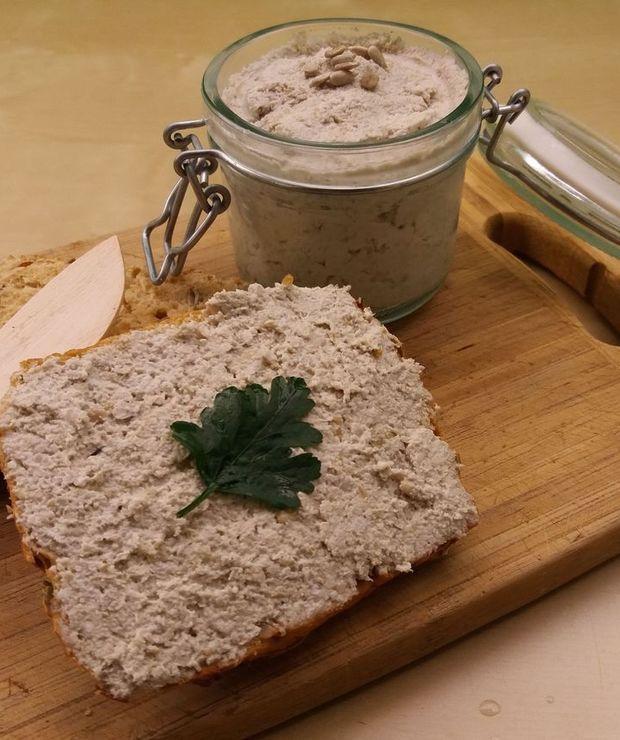 """""""Twarożek"""" ze słonecznika – prosta pasta kanapkowa - Pasty do chleba"""