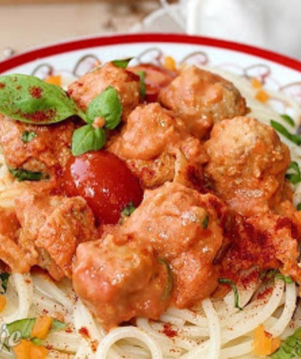 Kuleczki cielęce z makaronem i sosem pomidorowo-śmietanowym/Spaghetti z kuleczkami cielęcymi i sosem pomidorowo-śmietanowym - Cielęcina