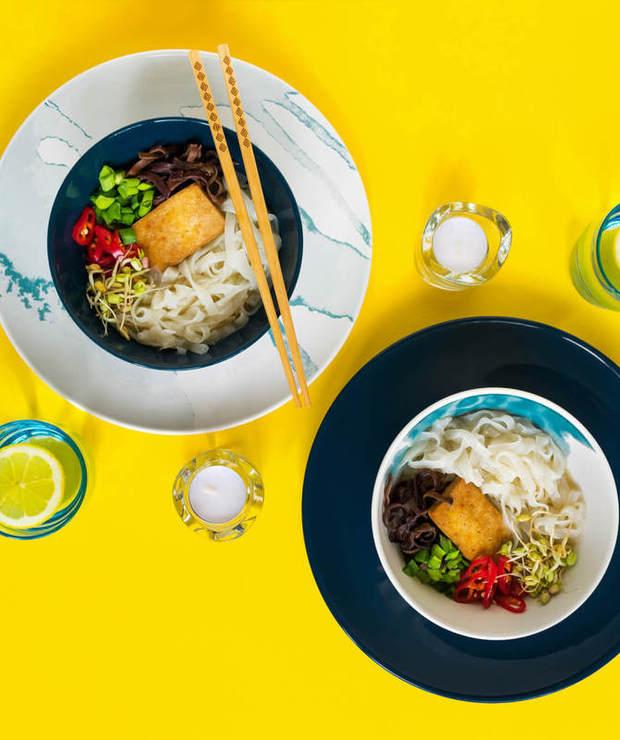 Ramen zesmażonym tofu imakaronem ryżowym - Z warzywami
